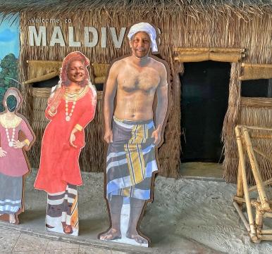 Maldivler-Male- ibrahim Nasir(Velana) Havalimanında Alev&Önder Kaplan